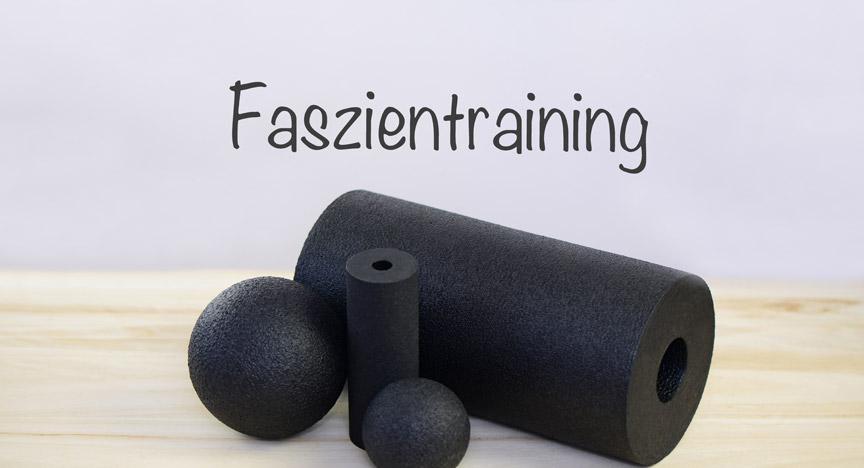 Faszien Fitness - Training mit einer schwarzen Rolle